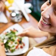 mujer-almorzando-portada
