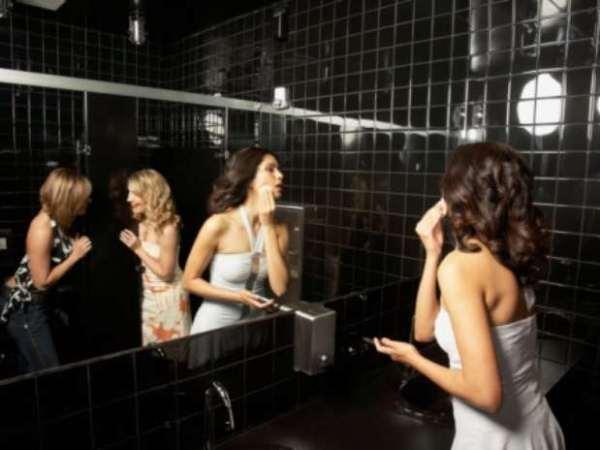 mujeres-bano